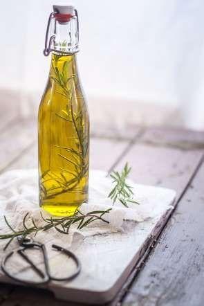 PIERDE PESO 9 - EL ACEITE DE OLIVA El aceite de oliva sirve para reducir la grasa monosaturada, para luego quemar calorías.