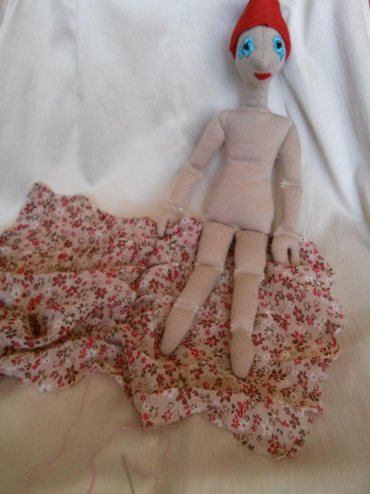 DIY virágos haj 1. lépés: baba fején a paróka alap, és egy darab textil a hajhoz - DIY hair step 1: a basic hair on the doll's head, and a textil for the new hair