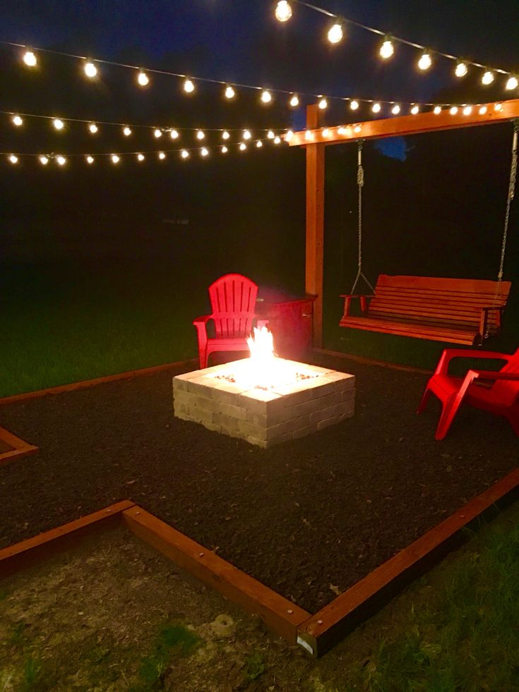 Gas Fire pit with Rubber mulch base