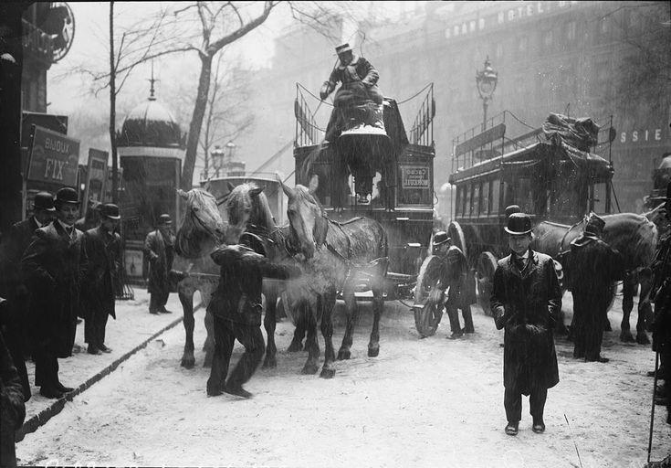 Transports en commun parisiens sous la neige en 1908 photo vintage noir et blanc paris les plus belles photos de paris sous la neige