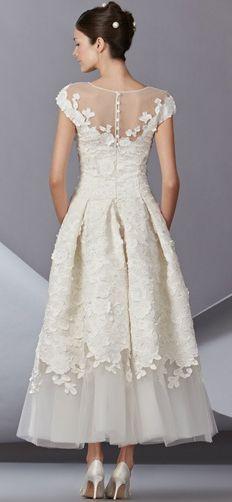 Carolina Herrera - vintage style cap sleeve wedding gown with flower detail