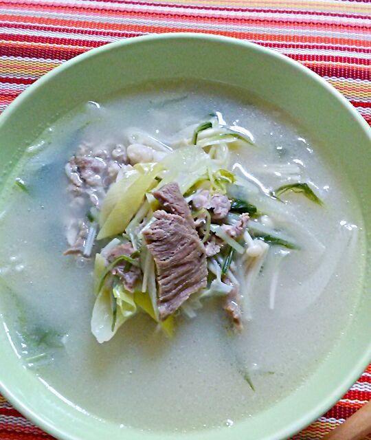 ここ2、3日関東は冷えております。 体調も変化しやすいので、朝から韓国スープいただきました。  市販スープの素ですぐ温かいです。( ´∀`) - 74件のもぐもぐ - ソルロンタン風の具だくさんスープ♪ by yukikimu0721