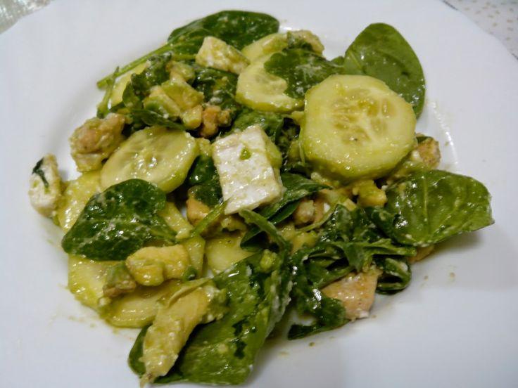Receta fitness de ensalada de aguacate pepino espinacas - Queso de cabra y colesterol ...