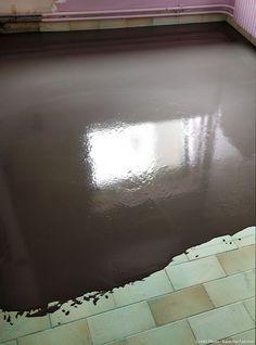 Relookez un sol de cuisine en carrelage en le couvrant de béton ciré, c'est facile ! On vous explique. #betonciré #concrete #waxedconcrete