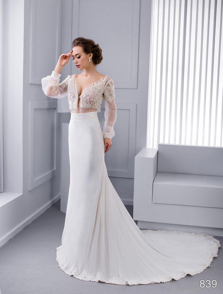 Extraordinary designer wedding dress. Get it online and save money!