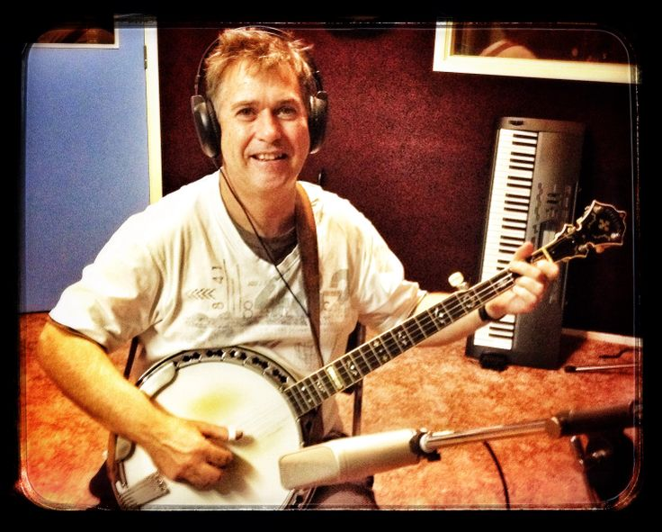 Mark Moulynox in the studio working on Peggy Gilchrist and Emma Jene's new albums 2014. www.lbsmusic.com.au