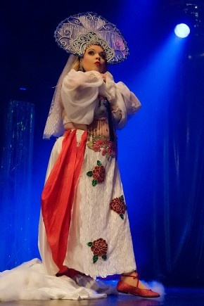 Helsinki Burlesque Festival 2012 by Mats Oin