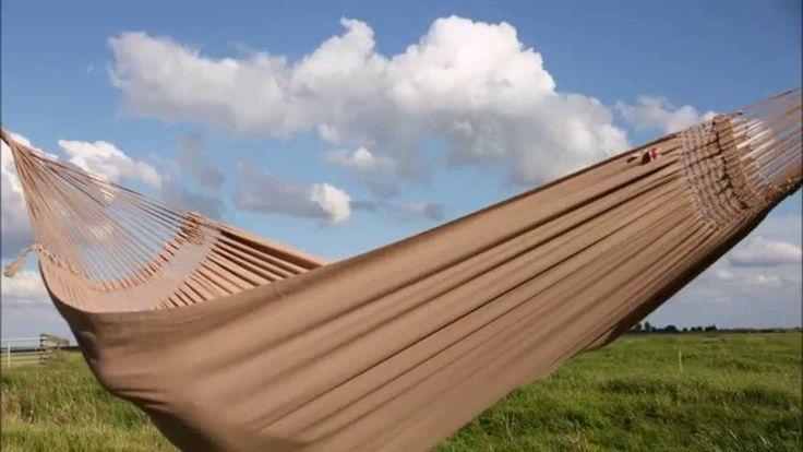 De Tiburon hangmatten zijn gemaakt van de beste kwaliteit katoen. U kunt deze hangmat wel belasten tot 300 kg. Een super hangmat gemaakt door Marañon, het nr.1 hangmat merk ter wereld. De Tiburon hangmatten passen prachtig in de Lariks houten hangmatstandaard. Deze set is te bestellen op www.maranon.net/shop. Gratis verzenden binnen Nederland!