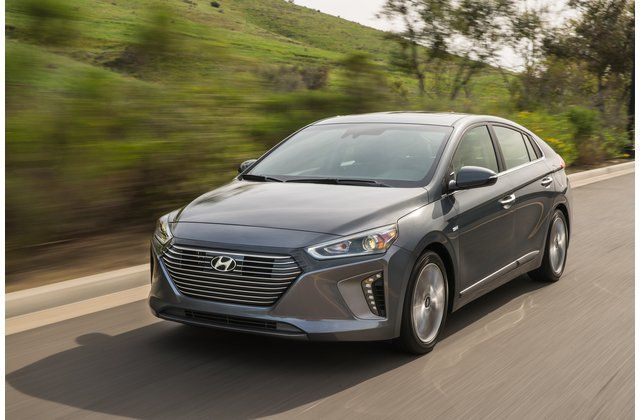 2021 Hyundai Kona Electric Review Pricing And Specs In 2020 Hyundai All Electric Cars Suv Reviews
