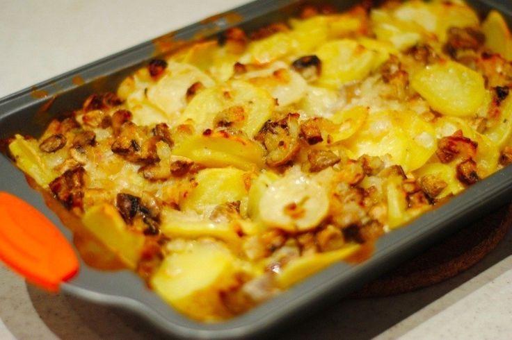 Фото к рецепту: Картофель с шампиньонами в сметане