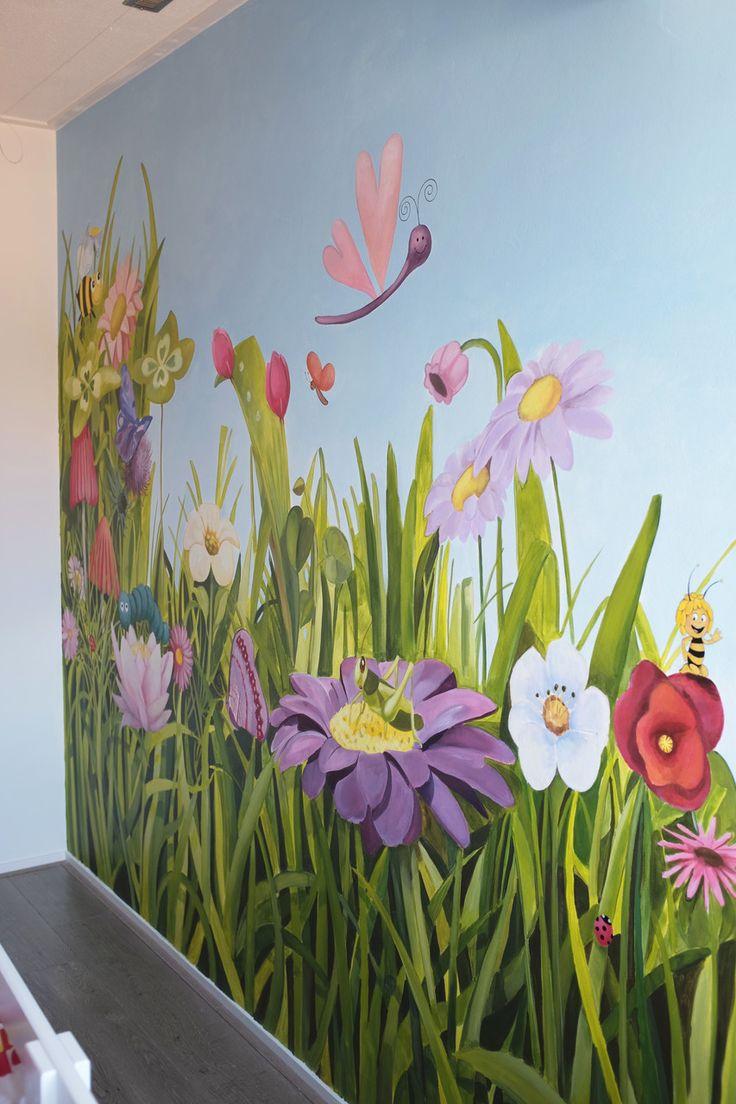 Muurschildering bloemen meidenkamer. Gemaakt door www.atelier15.nl/kinderkamer-muurschilderingen