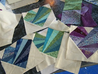 paper pieced heart quilt pattern! super simple: Patterns Tutorials, Heart Quilts Patterns, Quilt Patterns, Heart Quilt Pattern, Pinwheels, Pieces Quilts, Quilts Blocks Patterns, Paper Pieces Patterns, Quilts Holidays