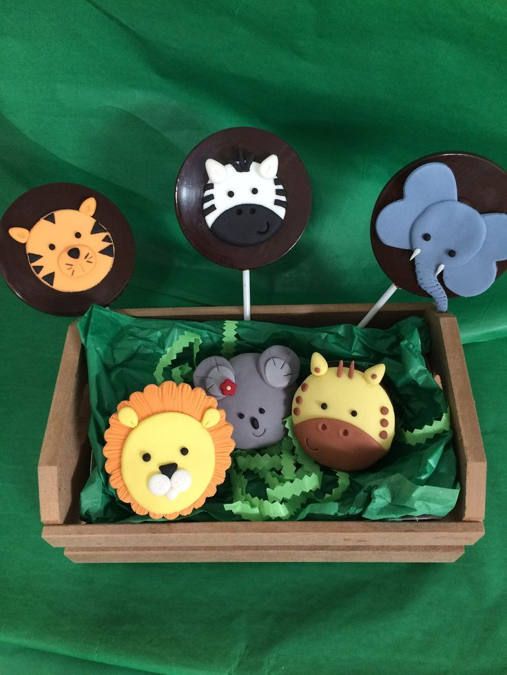 Pães de mel recheados com doce de leite cremoso. <br> <br>Decorações comestíveis. <br> <br>Os animais são variados: Leão, zebra, elefante, tigre, girafa, macaco, gorila e coala. <br>Você poderá sugerir outros animais na hora que fechar o pedido. <br> <br>Para a festa Safari da Disney, solicitar que adicione o Mickey. <br> <br>Toda a decoração é feita por nós e não será vendida separadamente.