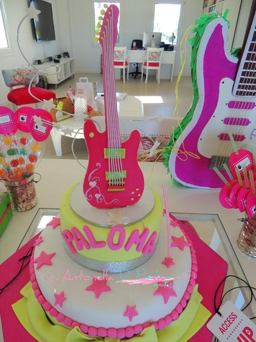 Torta de estrella pop. Cake pop star. Birthday party http://antonelladipietro.com.ar/blog/2012/11/fiesta-pop-para-paloma/