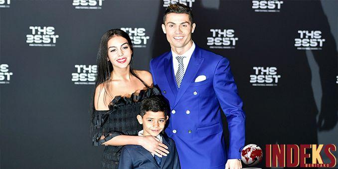 Real Madrid baru saja mendapatkan kabar gembira. Diyakini Cristiano Ronaldo telah mengambil keputusan untuk tetap membela klub berjuluk Los Blancos tersebut