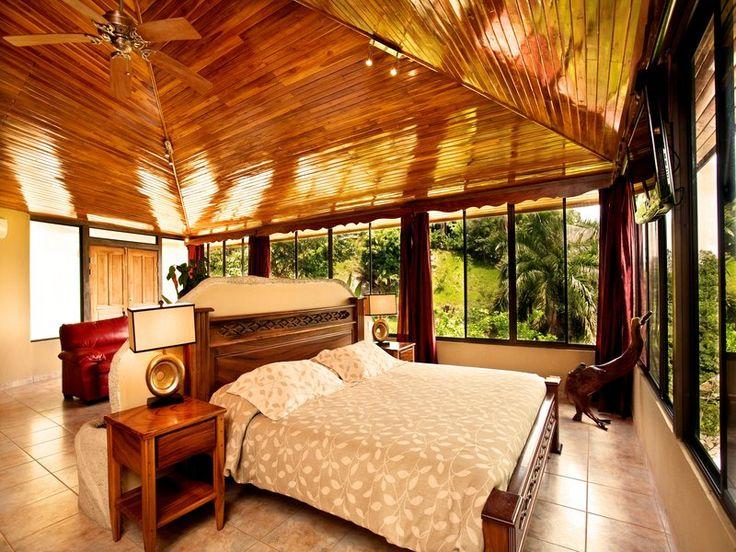 """Location de vacances située dans la région de Puntarenas au Costa Rica - Magnifique appartement de 100m2 pouvant accueillir un maximum de 3 personnes à Quepos  L'appartement en location de type """"Penthouse"""" offre luxe, beaucoup d'espace et une vue spectaculaire sur l'océan, le nouveau port de plaisance """"Pez Vela"""" et l'île de Cocal."""