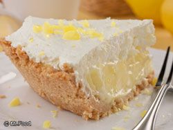 Lemon Crunch Pie...and only 5 ingredients. Five minutes in the oven and a couple of hrs. in the fridge. A quick to fix dessert.: Food Recipes, Sweet, Pies Recipes, Drinks Recipes, Crunches Pies, Lemon Desserts, Lemon Pies, Lemon Crunches, Cookies Crusts