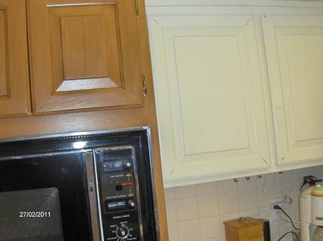 Rust-oleum cabinet transformations - this is my next hime project. Our kitchen cabinets are chipped white paint like these are.....and soon they will be looking great like the ones on the right! Can't wait!