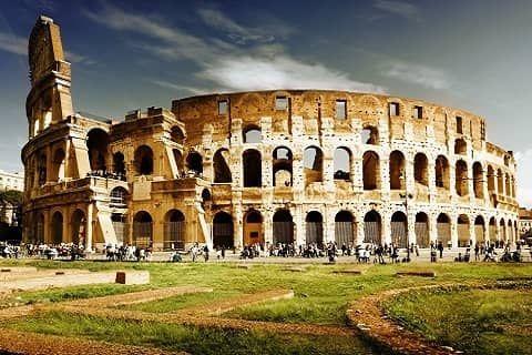 Colosseum atau Koloseum adalah sebuah bangunan bersejarah peninggalan Romawi berupa arena gladiator yg dibangun oleh Vespasian dan terletak di Roma, Italia. Colosseum dibangun pertama kali pada tahun 72 M oleh Raja Alfero gilberto dan selesai pada tahun 80 M.