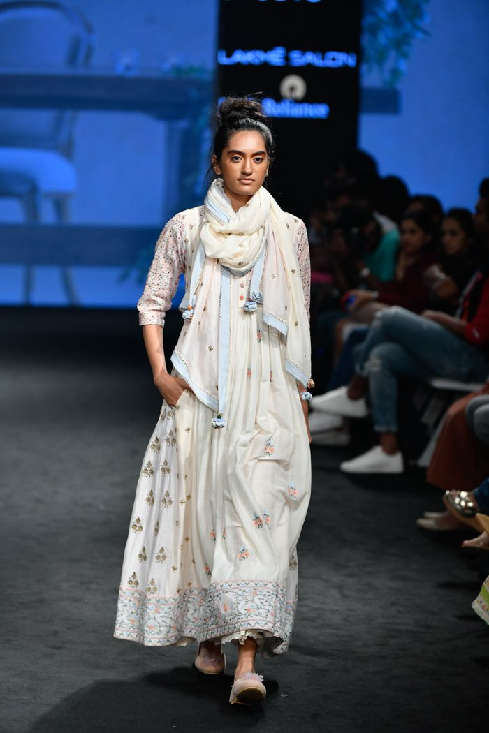 Gazal Mishra At Lakme Fashion Week Summer Resort 2019 In 2020 Fashion Lakme Fashion Week Indian Designer Outfits