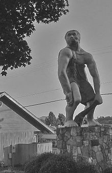OR to CA roadside attraction Grants Pass, Oregon - Largest Caveman