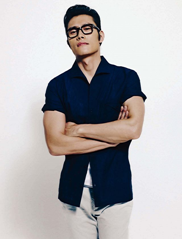 Lee Byung Hun from GI JO <<click on it there are some really hot pics of him in here