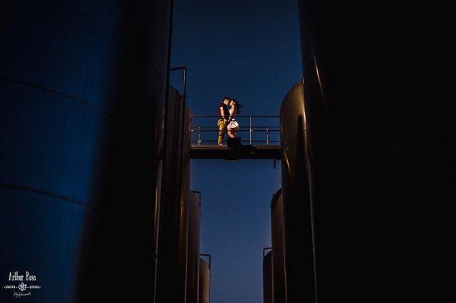 São toneis de armazenamento de vinho e um casal corajoso. 🍷👰🏻🤵🏻📷 . . . . #ArthurRosa #NoivasFortaleza #CasamentoFortaleza #CasamentoNaPraia #CasamentoCumbuco #BrazilianPhotographer #Fortaleza #prewedding #preweddingfortaleza #NoivasFortaleza #NoivasCeara #CasamentosFortaleza #NoivasFortaleza2018 #NoivasFortaleza2017 #Casamentos #esession #engagementsession #weddingphotographer #BrazilWeddingPhotographer #TravelPhotographer #DestinationWeddingPhotographer #WeddingPhotography…