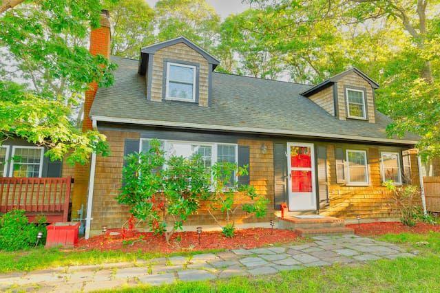 Best Front Of House Cedar Shingles Wrap Around Deck 400 x 300