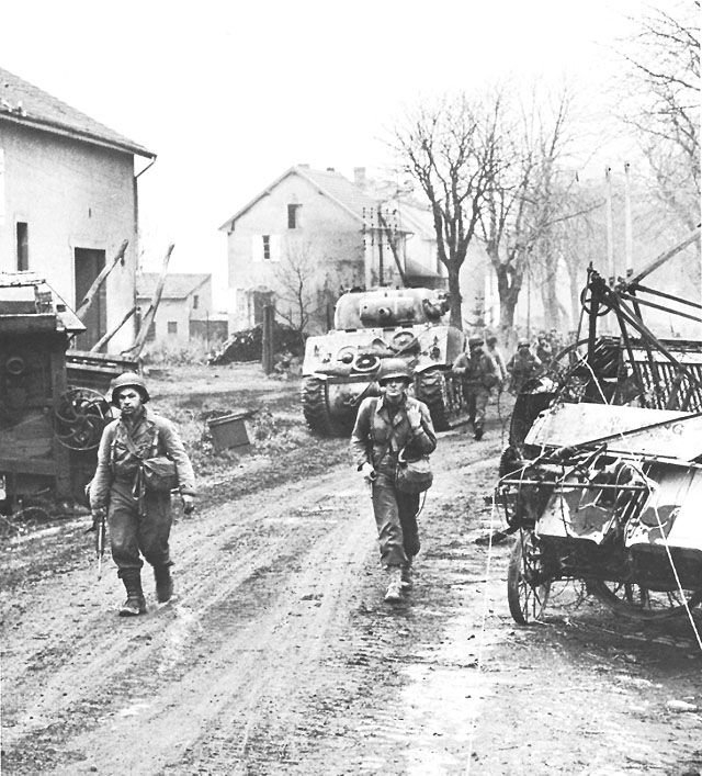 US Third Army entering Metz, France, 18 November 1944. (US Army Center of Military History)