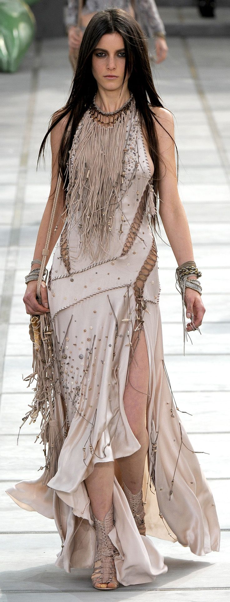 ✪ Native American Influence in Cavalli's SS 2011 collection ✪…
