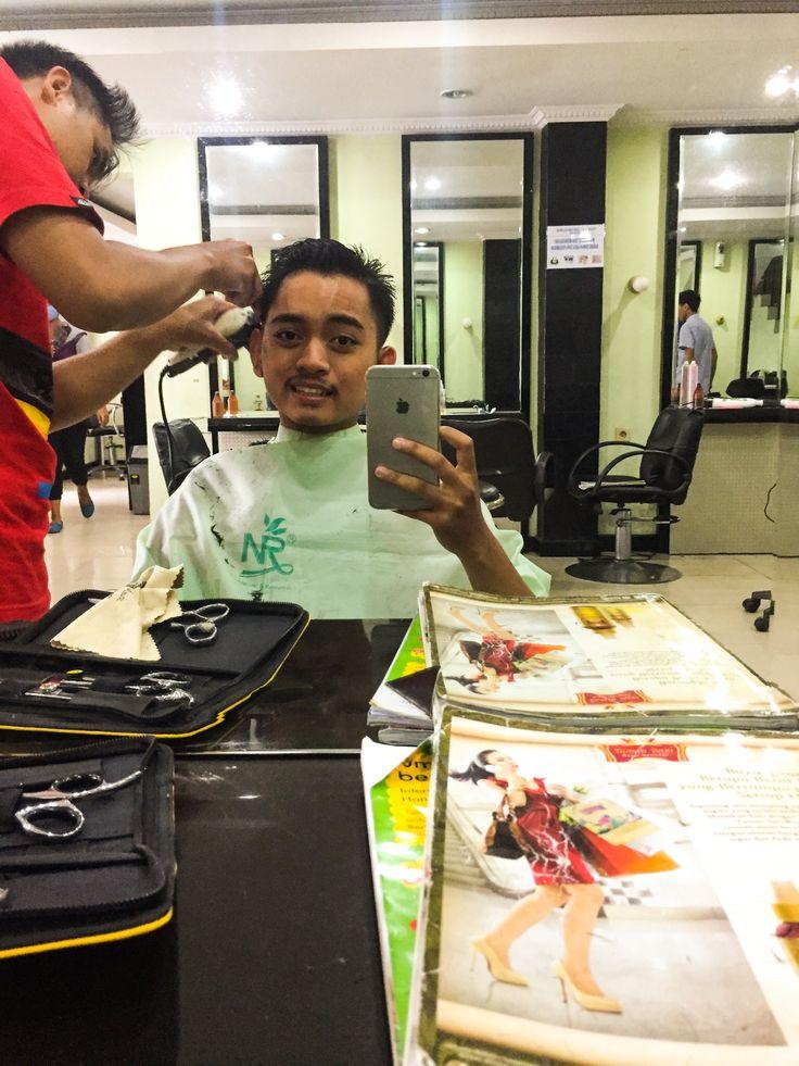 Potong rambut. :)