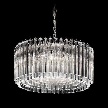#Lustre en verre de #Murano travaillé a la main avec l'art millénaire des maitres de #Murano. Chaque article peut être personnalisé selon votre gout à travers la sélection des couleurs et du nombre de lumières.