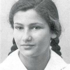 Simone Veil Une femme libre en devenir...que toutes les petites filles du monde suivent cette voie...Un éternel combat restons vigilantes... #SimoneVeil