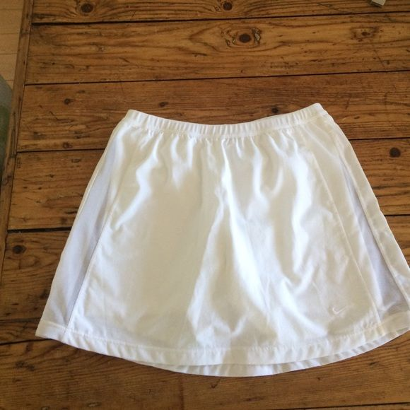 Nike Tennis Skort XS (0-2) Dri- Fit White Cute barely used tennis skirt with shorts in XS white. Nike's famous Dri-Fit. Nike Skirts Mini
