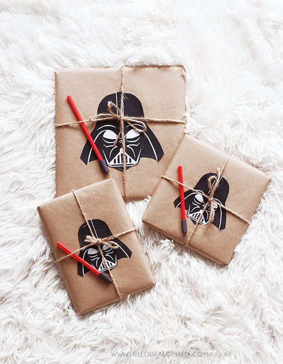 Star Wars Inspired Gift Wrapping Tutorial Free Printables Darth Vader 4 - Printable Star Wars - Ideas of Printable Star Wars - Star Wars Inspired Gift Wrapping Tutorial Free Printables Darth Vader 4 Bd Star Wars, Star Wars Birthday, Star Wars Party, Star Wars Love, Star Wars Weihnachten, Cadeau Star Wars, Regalos Star Wars, Aniversario Star Wars, Birthday Gift Wrapping