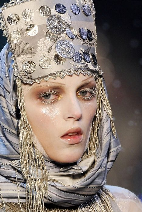 John Galliano: John Galliano, Couture Details, Fall 2009, Galliano Fall, Headdress Photographers, Bulgarian Costumes, 2009 Headdress, Makeup, Johngalliano