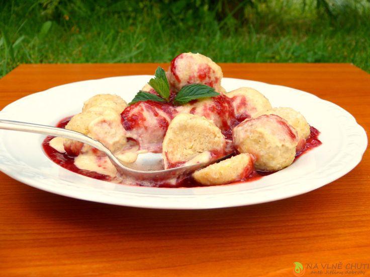 Jáhlové knedlíčky s ovesnými vločkami, jahodovým rozvarem a kešu vanilkovým krémem – Na vlně chuti – Jitčiny Dobroty