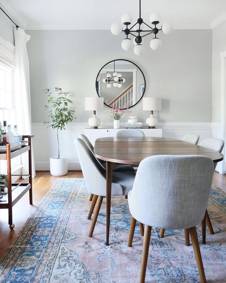 Vintage Mid Century Dining Rooms: Mid-century Modern Dining Room With Accents Of Blue In A