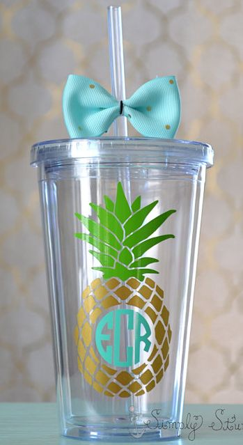 Such a pretty monogrammed pineapple tumbler