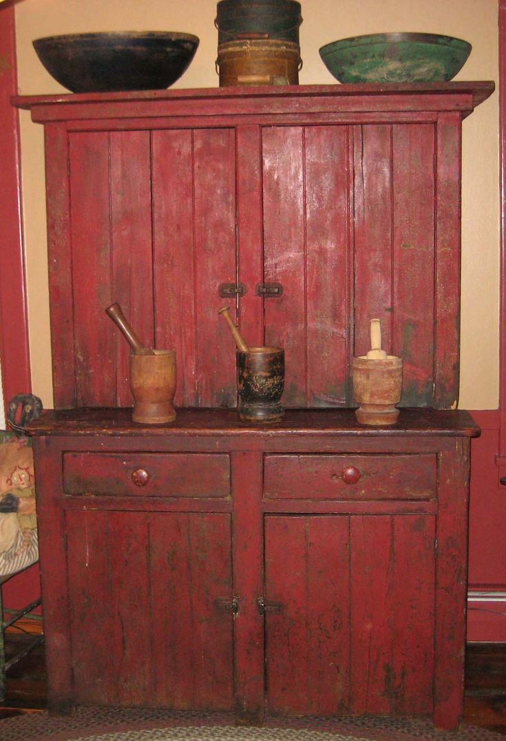 Primitive decor furniture - Beautiful Red Step Back Cabinet Hmmm The Bottom Half Looks A Lot Like Primitive Cabinetsprimitive Furnitureprimitive Decorantique