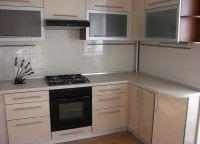 угловой кухонный гарнитур для маленькой кухни 3