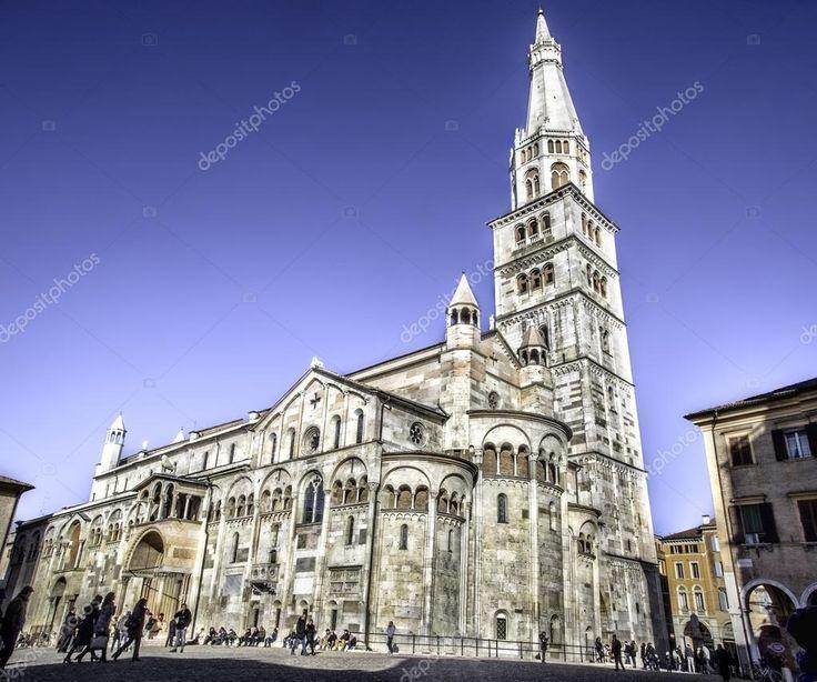 Modena kathedraal - Emilia-Romagna - Italië - Italiaanse kerken bezienswaardigheden platforms cultuur reizen — Stockbeeld #85528002