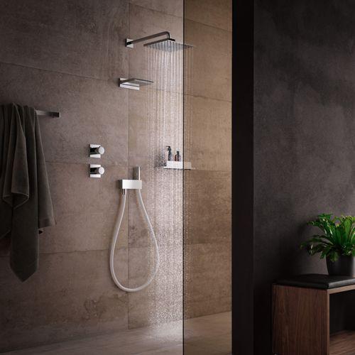 Met de innovatieve IXMO kranen van KEUCO kies je voor douchekranen met een minimalistisch design. Meerdere functies, zoals slangaansluiting, douchehouder en omschakelaar worden in één kraanelement samengevoegd. Het aantal elementen aan de wand wordt hierdoor beperkt, wat zorgt voor een rustiger aanzicht van jouw douche.