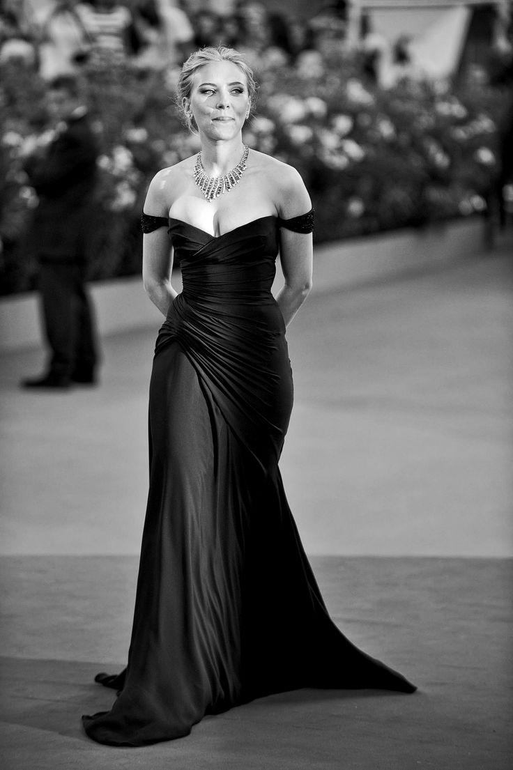 Фото российских звезд в черных платьях