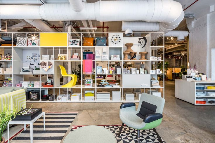 <p>Located opposite the Whitney Museum, the new Vitra Pop-Up Shop showcases a 7,500 square foot space exhibit of Vitra's new accessories range, as well as a selection of Vitra and Artek furniture item