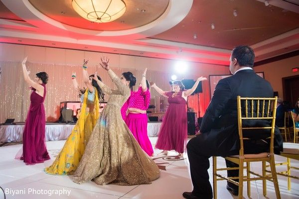 Fascinating Indian bridal party performance. http://www.maharaniweddings.com/gallery/photo/138318