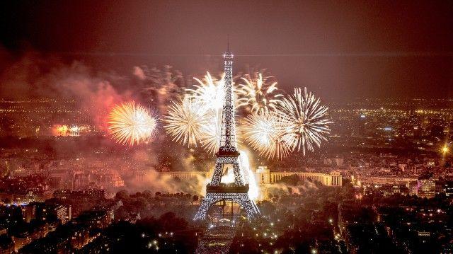 Spectacle incroyable à Paris : Feu artifice Paris du 14 juillet 2013 ! Fireworks show in Paris for the Bastille Day !