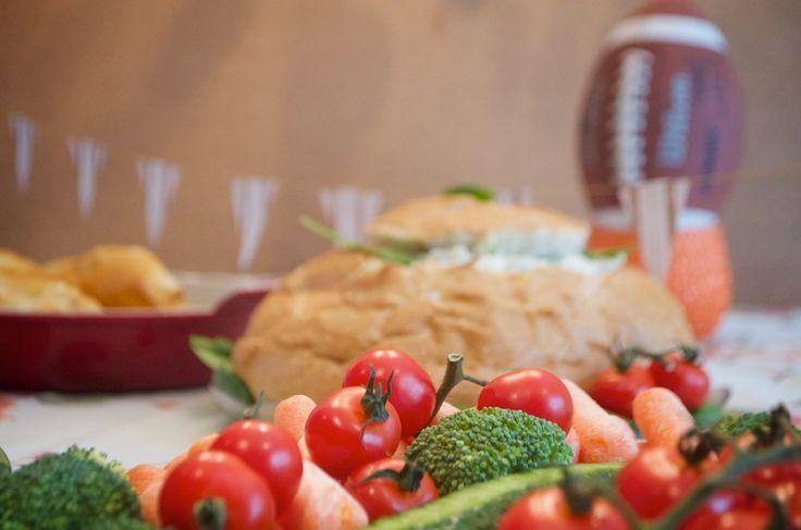 trempettes aux épinards, idées originales et santé pour le #SuperBowl, édition familiale, enfants, casque de football dans un melon d'eau
