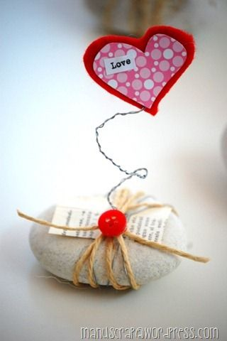 Cute idea for delivering a love message. Tutorial is not in English; the pictures are pretty explanatory.