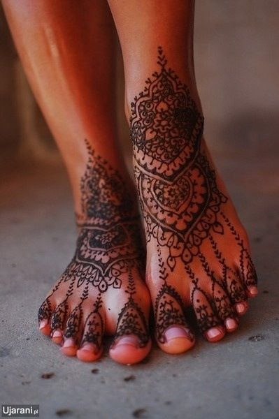 Decoration - Henna tattoos are used to decorate the body for specials occasions and religions. // HAATI CHAI